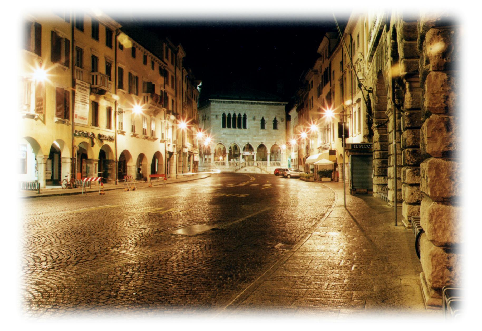 via-mercatovecchio-notturna24928