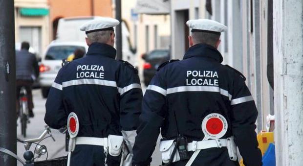 Servizio n.552744: 20 Novembre 2012 - Vie del centro - UDINE (Udine) - Polizia municipale - udine 13 - 11 - 12: i vigili -  -  - fotoudlancia